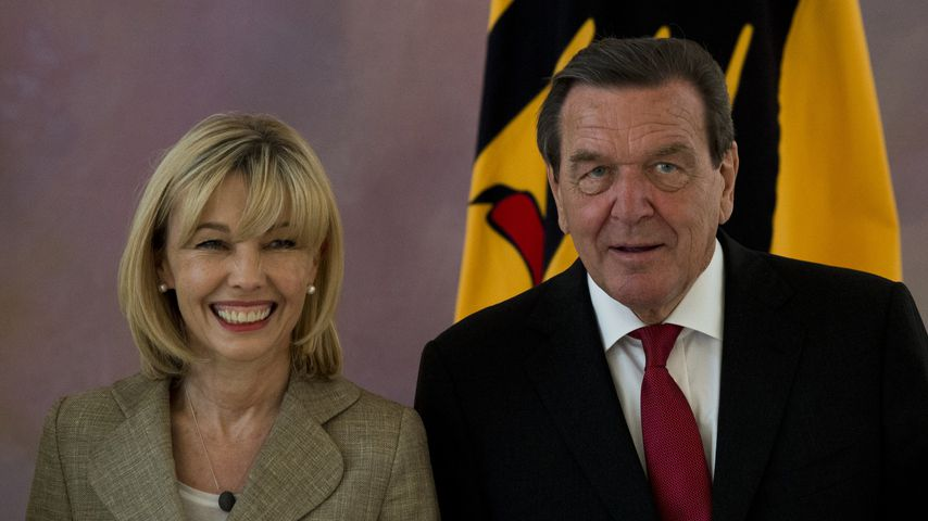 Während Rechtsstreit: Gerhard Schröders Neue trifft Doris