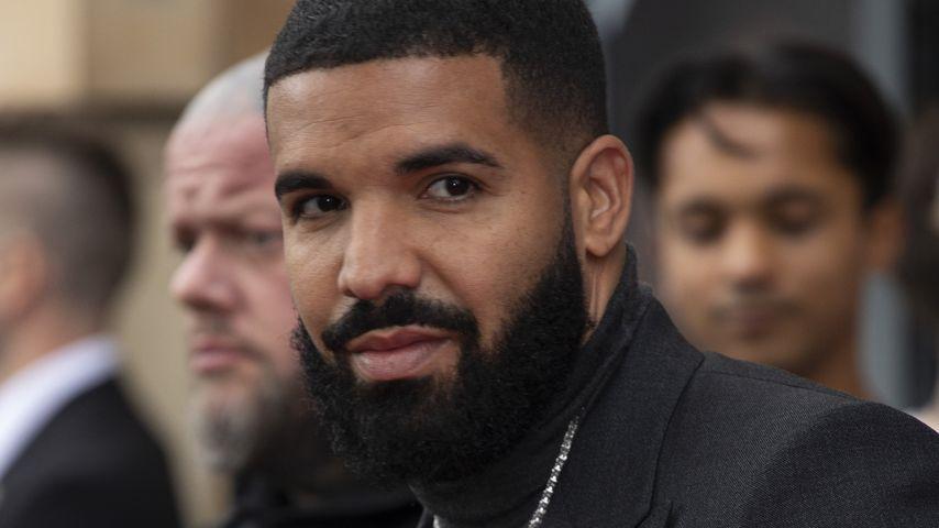 Armer Drake! Er wird bei einem Auftritt von der Bühne gebuht