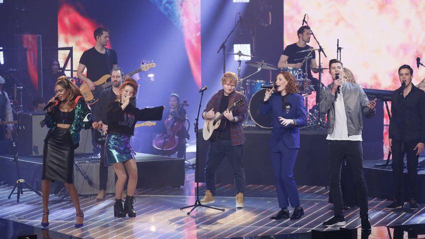 """Ed Sheeran mit den Finalisten von """"The Voice of Germany"""" 2017"""