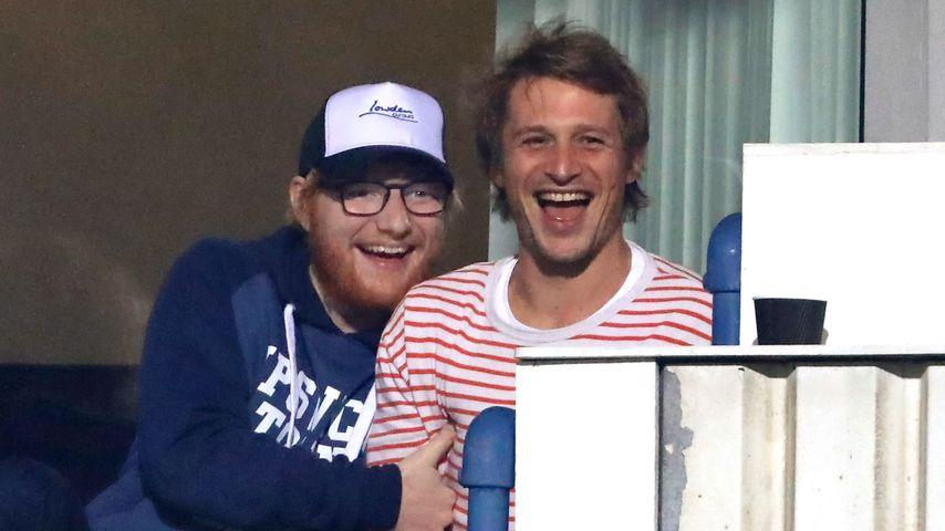 Ed Sheeran mit einem Freund im Stadion