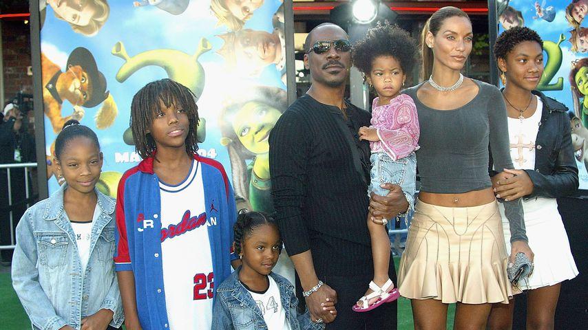 Eddie Murphy mit fünf seiner Kinder sowie seiner Ex-Frau Nicole, Mai 2004