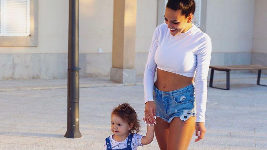 Elena Miras mit ihrer ihrer Tochter Aylen im Juli 2020 in Spanien