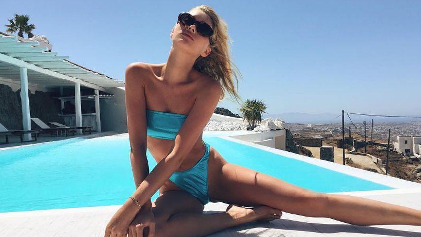 Model Elsa Hosk im Bikini