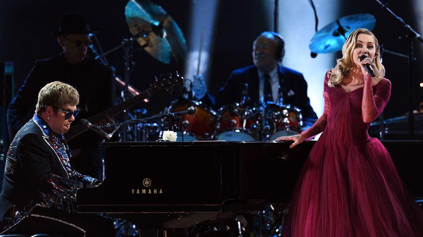 Elton John und Miley Cyrus bei den Grammys