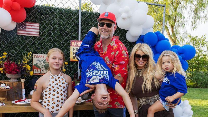 Eric Johnson und Jessica Simpson mit ihren Kindern