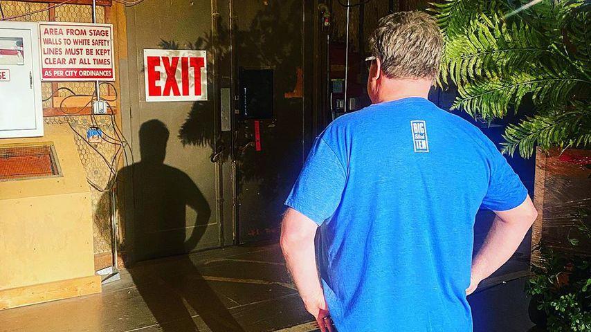 "Eric Stonestreet am Set-Eingang von ""Modern Family"""
