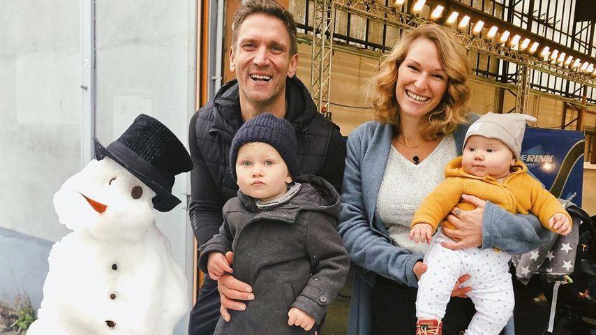 Familie Kusmagk baut einen Schneemann