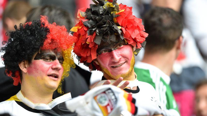 """Fans im """"Stade Pierre Mauroy"""" beim Spiel Deutschland vs. Ukraine bei der EM 2016"""