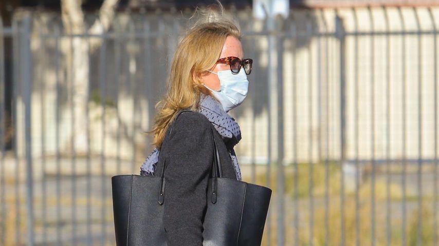 Voll vermummt: Felicity Huffman mit Mundschutz unterwegs!