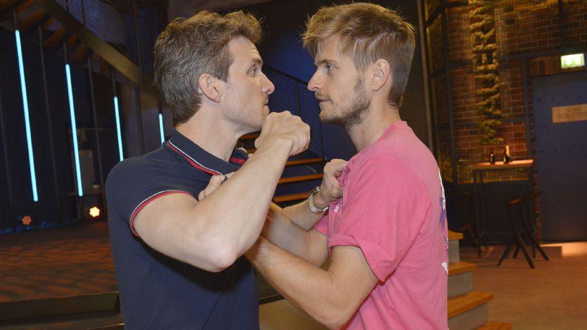 Felix (Thaddäus Meilinger) und Philip (Jörn Schlönvoigt) prügeln sich bei GZSZ