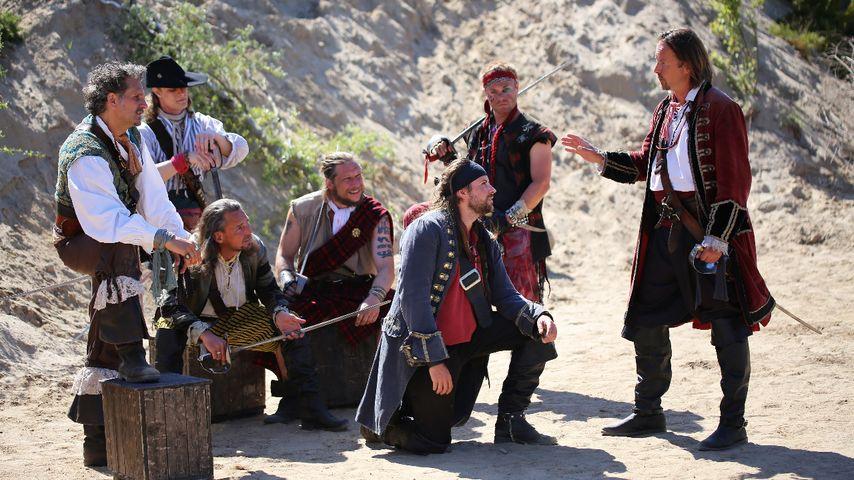 Billy Bones (Felix von Jascheroff) und die Flint Crew