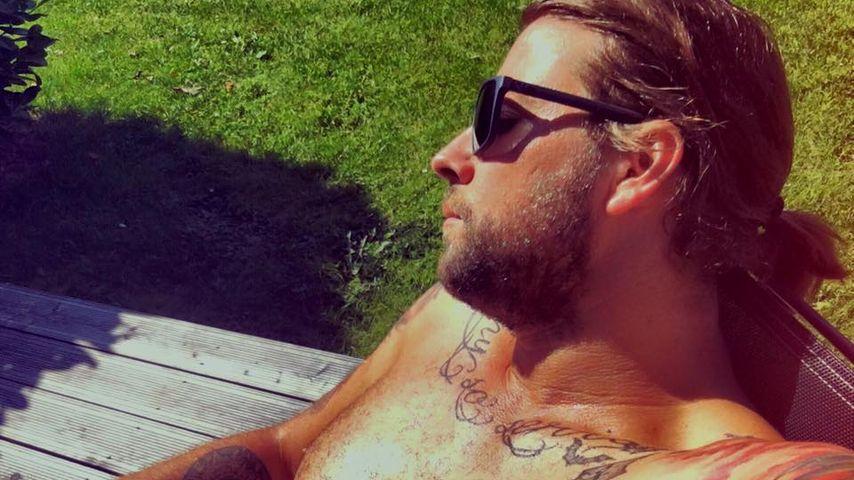 Behaarter Hottie: Felix von Jascheroff genießt den Sommer