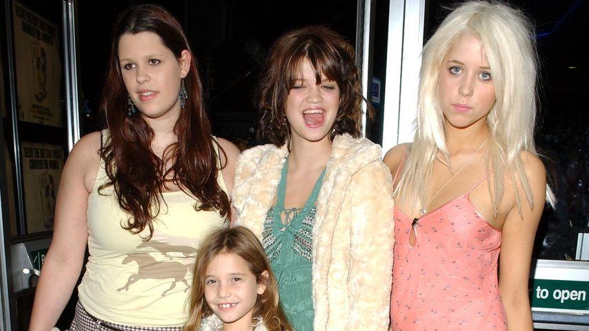 Fifi Geldof (l.) mit ihren Schwestern Pixie, Peaches und Tiger Lily im Jahr 2004
