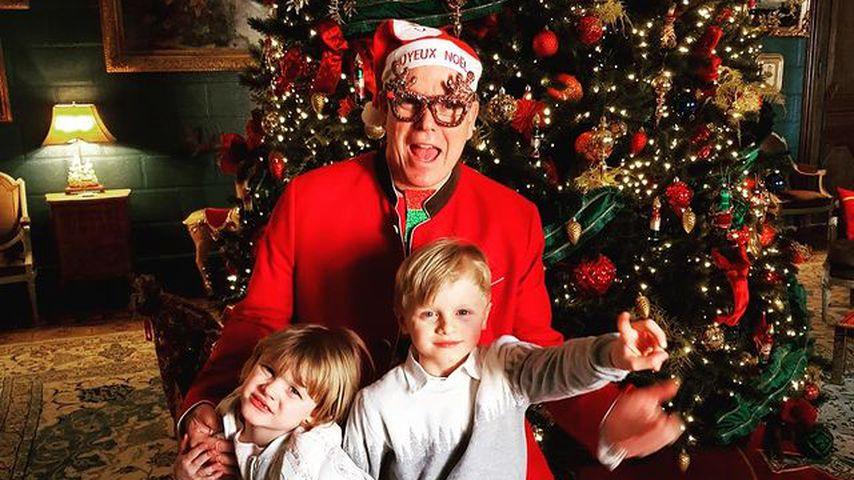 Elchbrille und rote Crocs: Fürst Albert als Santa verkleidet