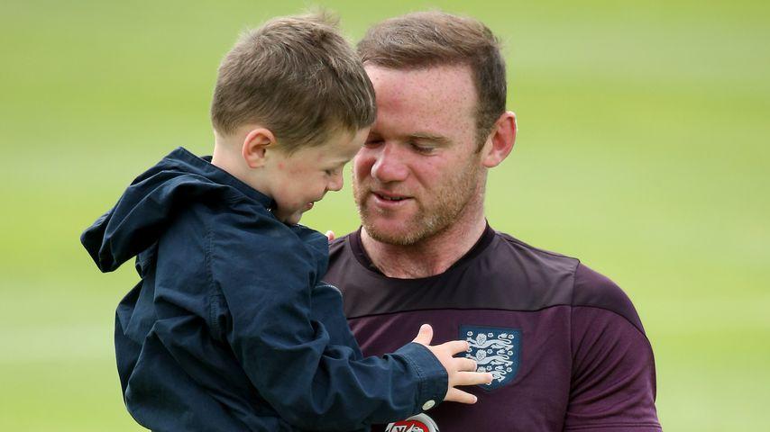 Wayne Rooney und sein Sohn Kai im Stadion