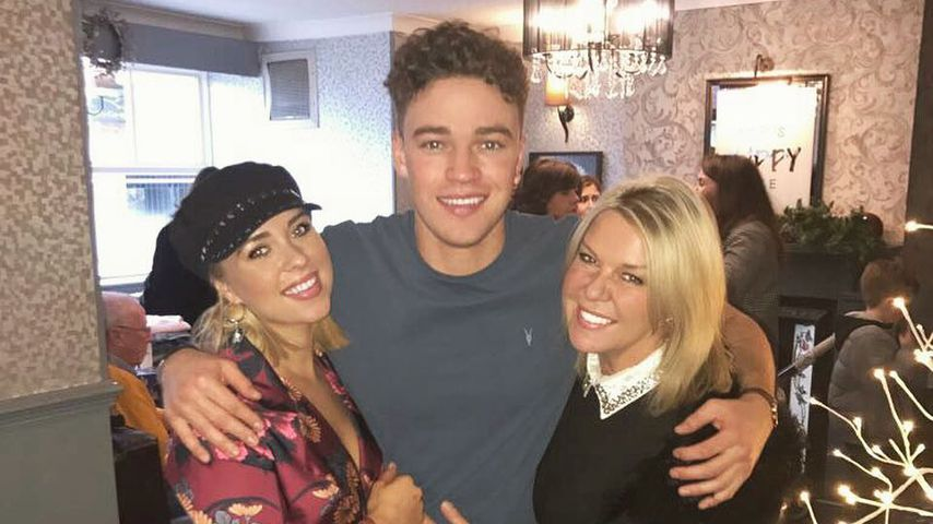 Gabby Allen mit ihrem Bruder und ihrer Mutter