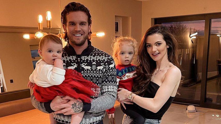 Gaz Beadle und Emma McVey mit ihren Kindern Chester und Primrose, Dezember 2020