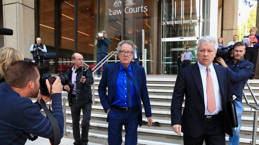 Geoffrey Rush vor dem Gerichtsgebäude in Sydney