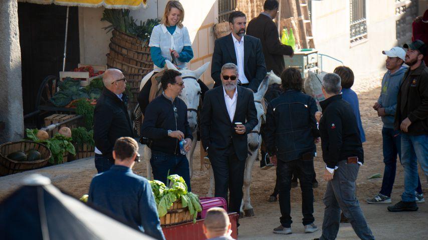 George Clooney zusammen mit der Crew von Nespresso