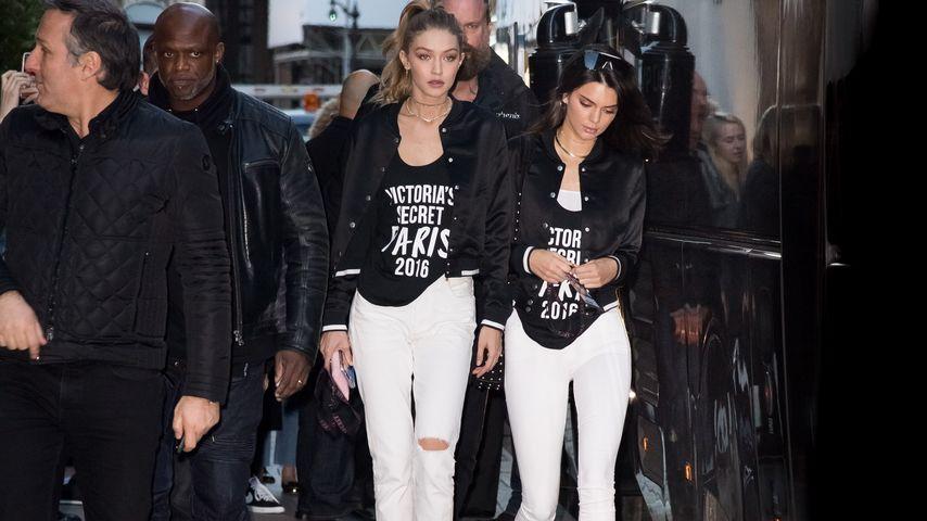 """Gigi Hadid und Kendall Jenner im November 2016 auf dem Weg zu """"Victoria's Secret""""-Proben in Paris"""