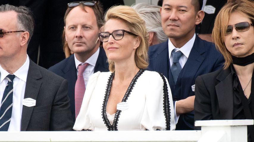 Gillian Anderson (links) und weitere Besucher des Royal Windsor Cup Polospiels 2019