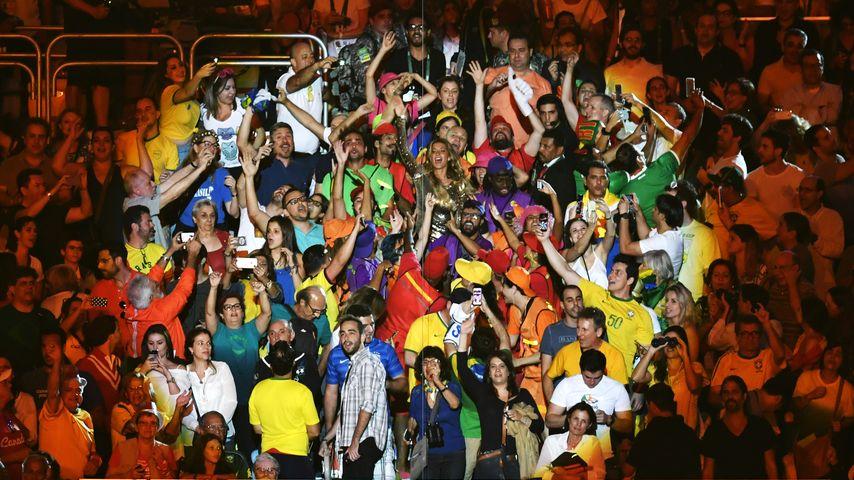 Gisele Bündchen mit Fans bei der Eröffnungszeremonie der Olympischen Spiele 2016