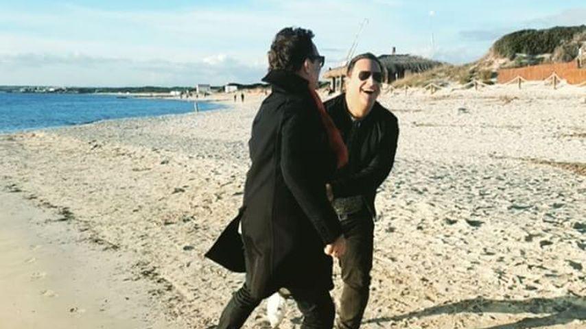 Guido Maria Kretschmer und Frank am Strand auf Mallorca