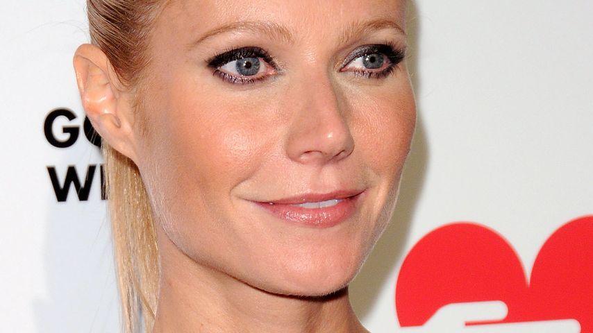 Gwyneth Paltrow räkelt sich sexy am Türrahmen