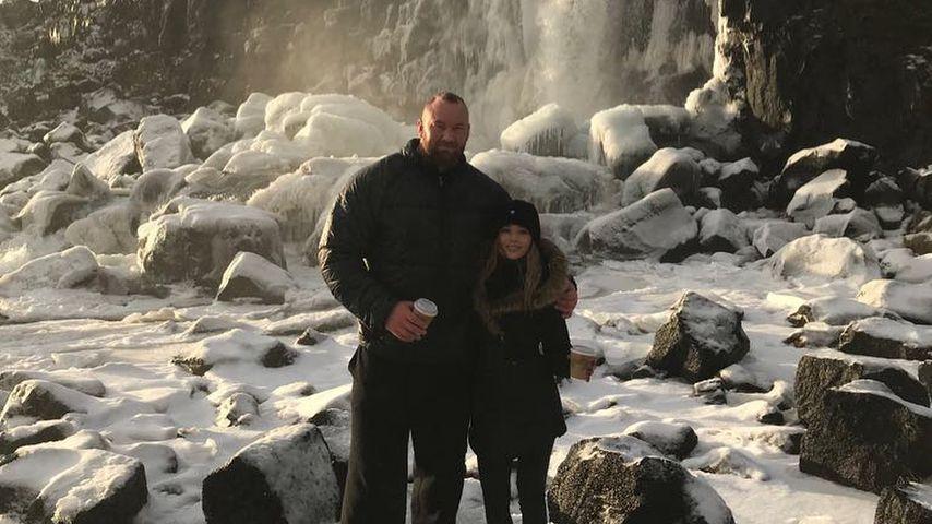 Hafthor Julius Björnsson mit Freundin Kelsey