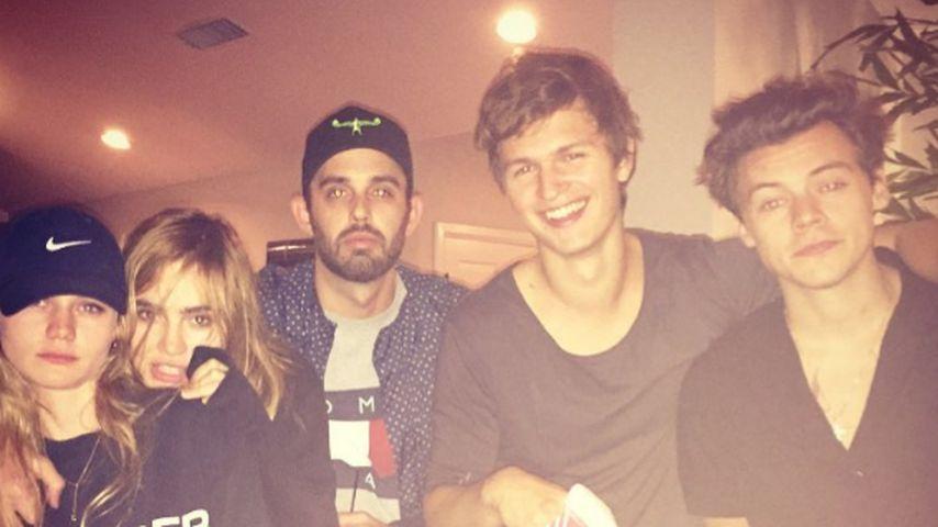 Harry Styles (r.) mit Ansel Elgort und weiteren Freunden in L.A.