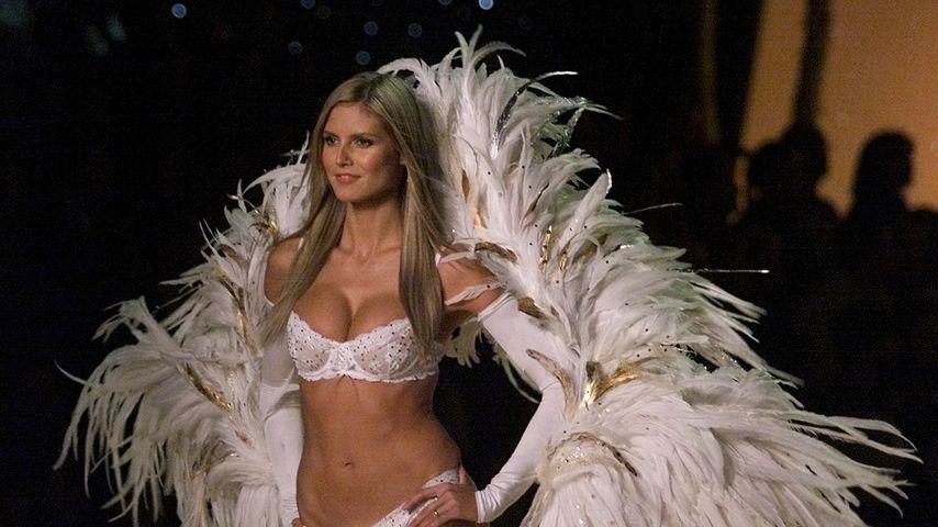 Heidi Klum bei der Victoria's Secret Fashion Show 2001