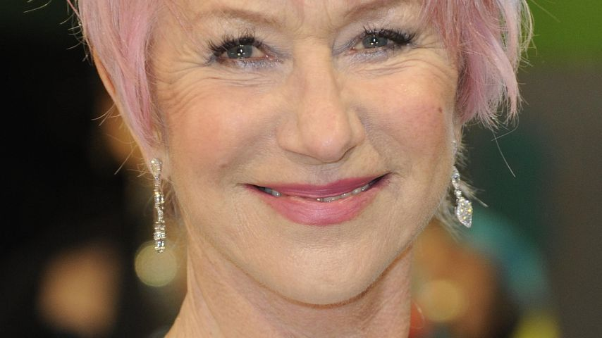 baftas helen mirren berrascht mit rosa haaren. Black Bedroom Furniture Sets. Home Design Ideas