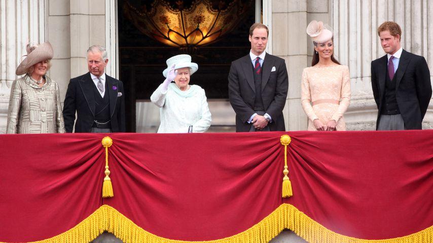 Herzogin Camilla, Prinz Charles, Queen Elizabeth II., Prinz William, Herzogin Kate und Prinz Harry
