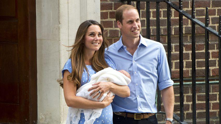 Herzogin Kate und Prinz William mit Prinz George vor dem Krankenhaus