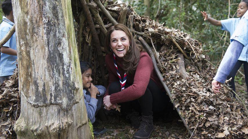 Als Pfadfinderin: Herzogin Kate besucht Kinder im Baumhaus