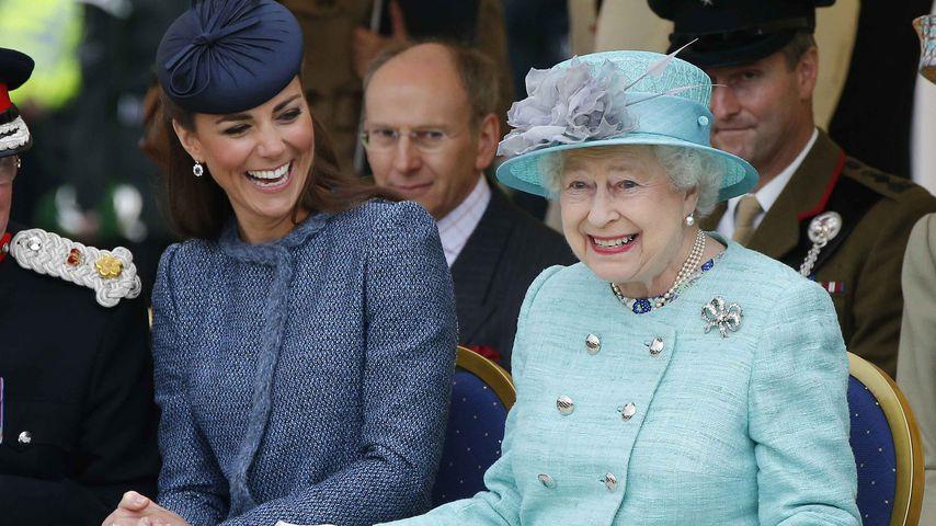 """""""War besorgt"""": Kates erstes Weihnachtsgeschenk für die Queen"""