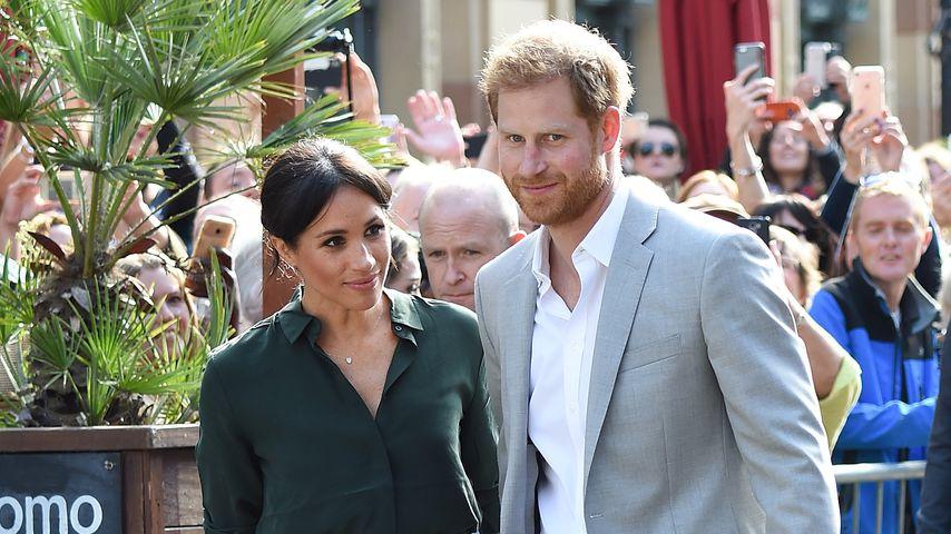 Royaler Regelbruch? Prinz Harry küsst Fan die Hand!
