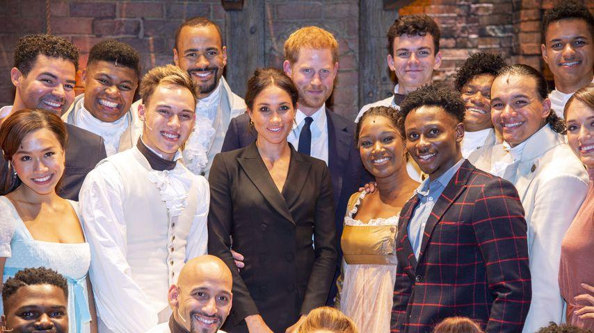 """Herzogin Meghan und Prinz Harry mit dem Ensemble von """"Hamilton"""""""