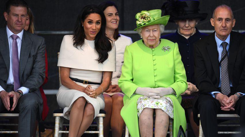 Handtaschen-SOS: Wollte Queen vor Meghan gerettet werden?