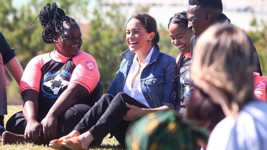 Herzogin Meghan im gewagten Look in Afrika