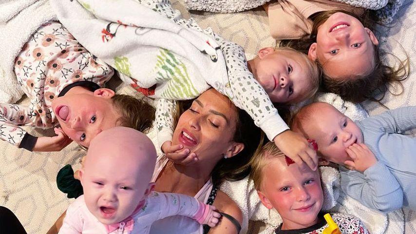 """""""Nächtliches Chaos"""": Hilaria Baldwin mit sechs Kids im Bett"""