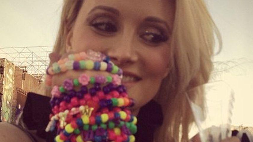 Holly Madison zeigt ihren riesen Verlobungsklunker