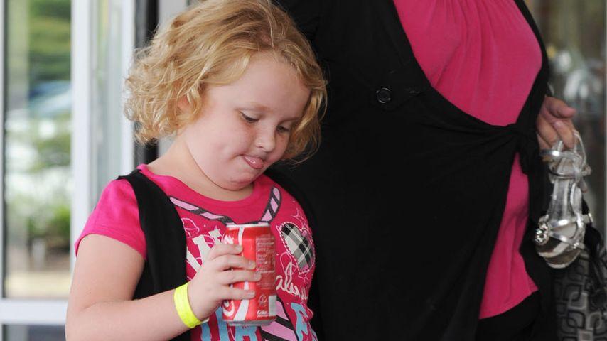 Übergewichtige Honey Boo Boo in Cola-Fabrik!
