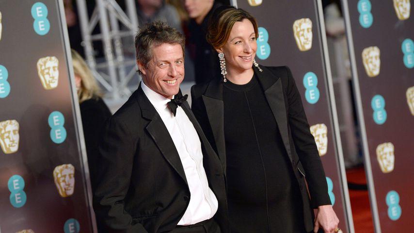 Hugh Grant und Anna Eberstein auf den British Academy Film Awards 2018