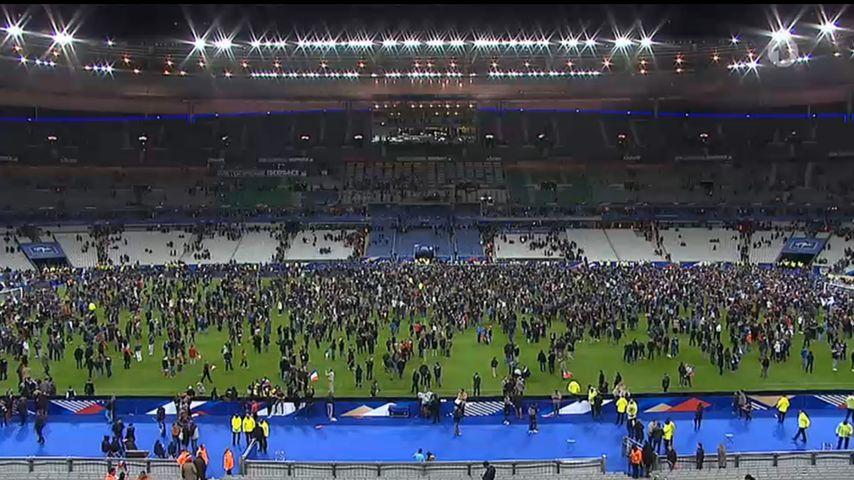 Bomben-Panik in Paris: Fans flüchten auf das Spielfeld