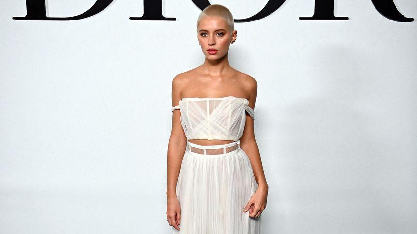 Wow! Jude Laws Spross mit ultrakurzem Haar auf Fashion-Event