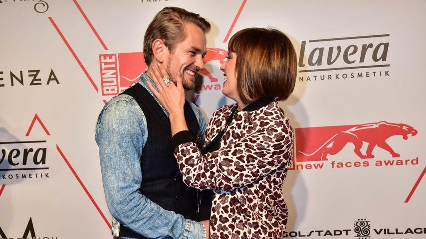 """Isabell Horn und Freund Jens Ackermann beim """"Bunte New Faces Award Style"""" in Berlin"""