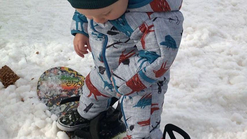 Ganz der Papa: Pinks Sohn (1) snowboardet wie ein Großer!
