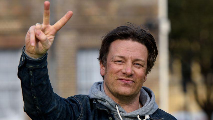 Jamie Oliver kocht nackt: Großer Penis dank Verbrennungen!