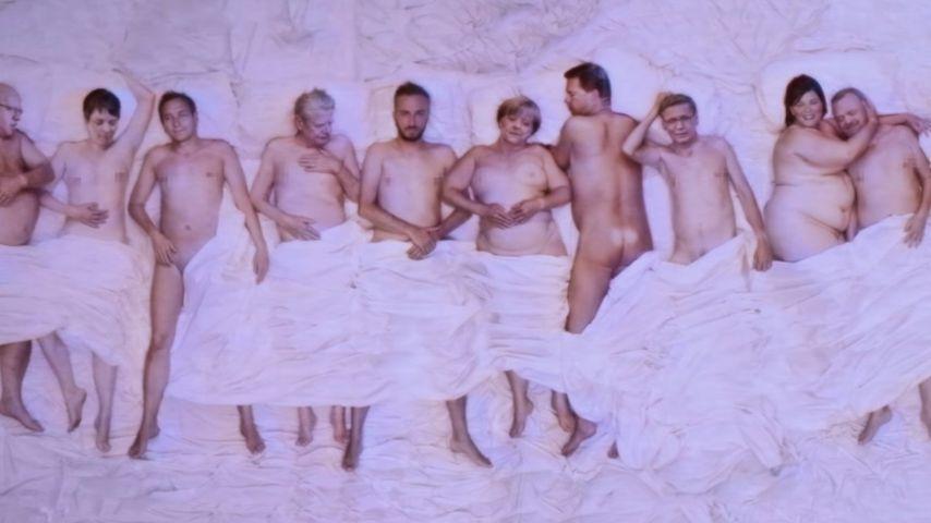 Lustiges Comeback: Jan Böhmermann im Bett mit Angela Merkel!